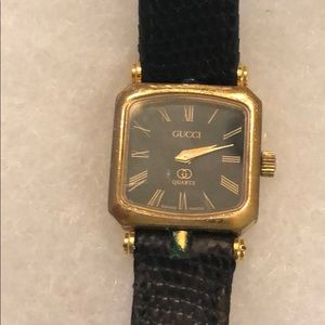 Gucci vintage women's watch leather band